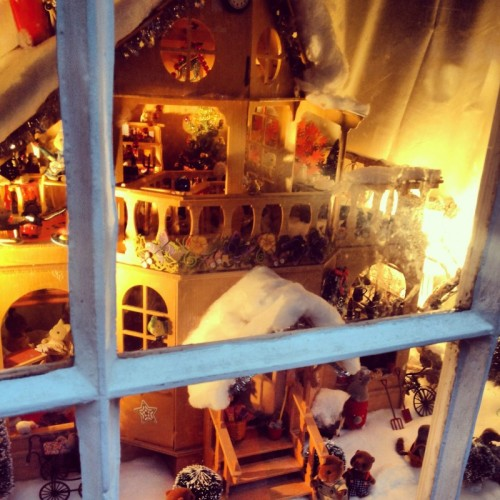 a-childrens-christmas-dollhouse