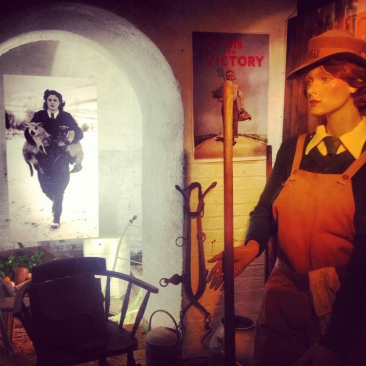 mannequin-showing-wartime-womens-effort