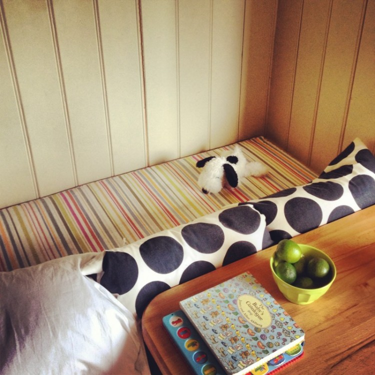 childs-bed-with-snoopy