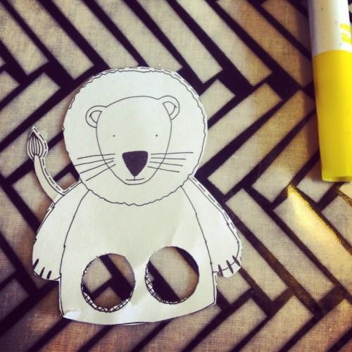 paper-finger-puppet-and-felt-pen