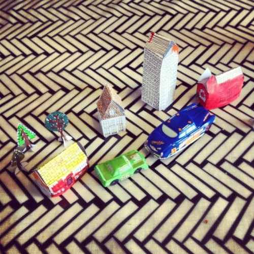 paper-town-with-toy-cars