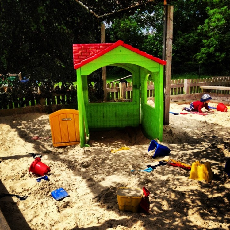childrens-outdoor-sandpit
