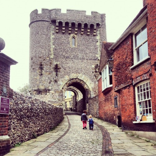 children-walking-to-Lewes-Castle