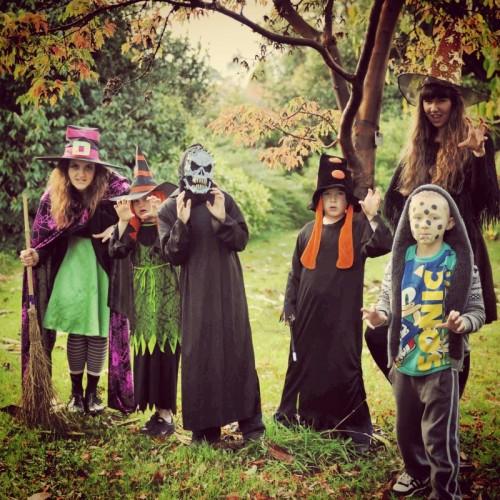 children-in-halloween-costume