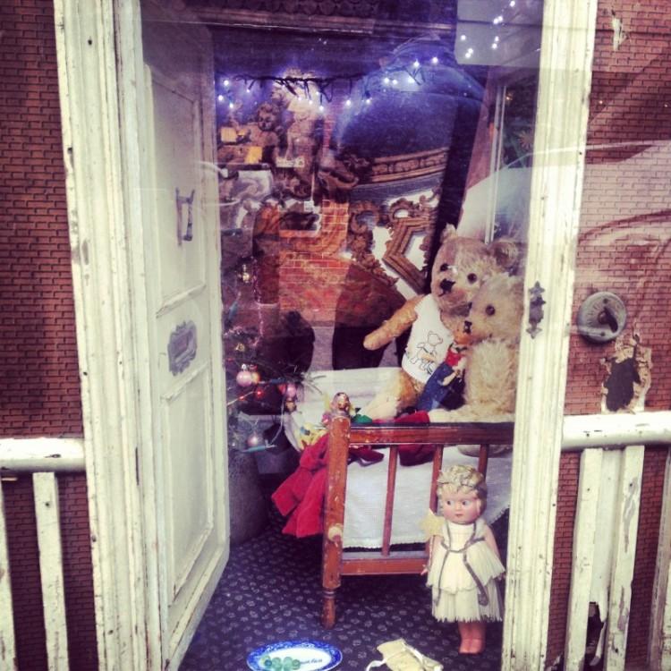 open-door-of-dollhouse