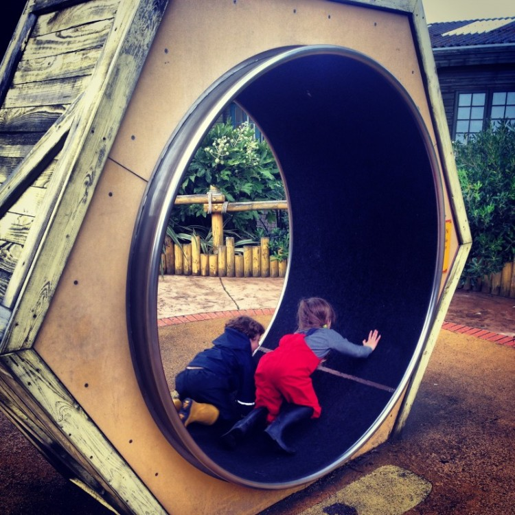 children-on-giant-wheel