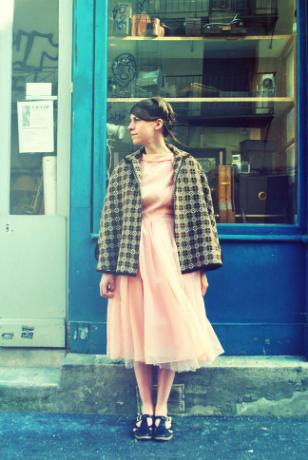 girl-in-vintage-dress
