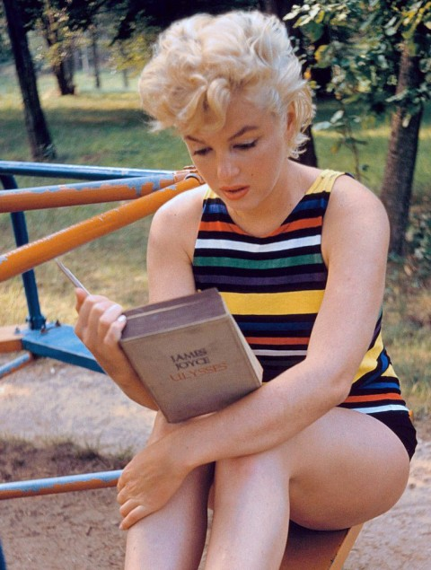 marilyn-reads-joyce-e1352357312199